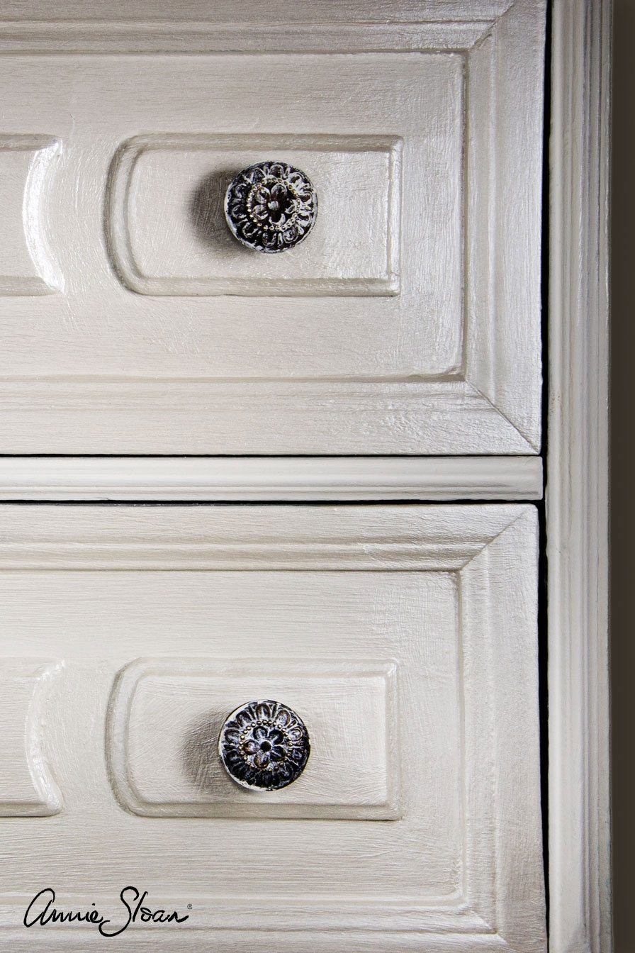 drawers-painted-with-chalk-paint-in-old-white-with-and-finished-with-pearlescent-glaze-896-logo